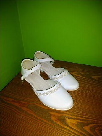 Buciki pantofle białe