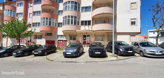 Apartamento 3 assoalhadas com arrecadação em Vale Fetal