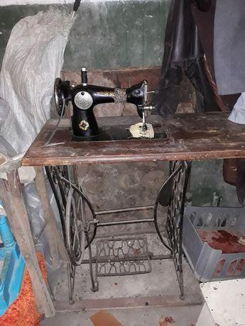 Продам швейную машинку зингер