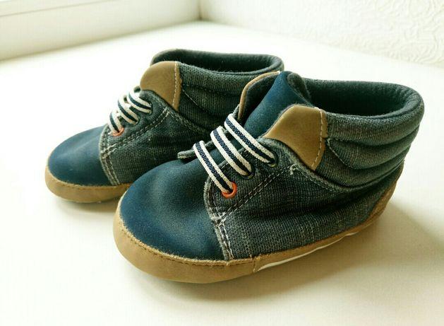 Топики, пинетки, кеды, первая обувь