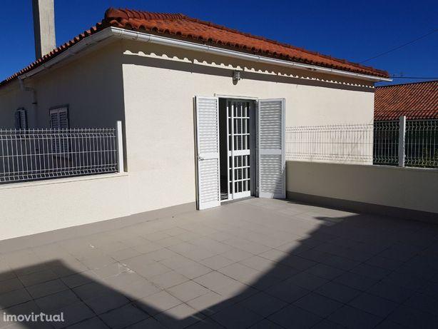 Apartamento T2 em Andar de Moradia junto A5 São Domingos de Rana