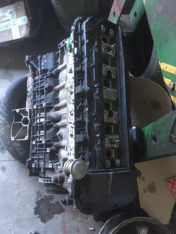 Мотор bmw М54б30 по запчастям