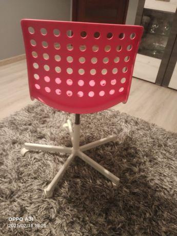 Krzesło dla dziewczynki do biurka.
