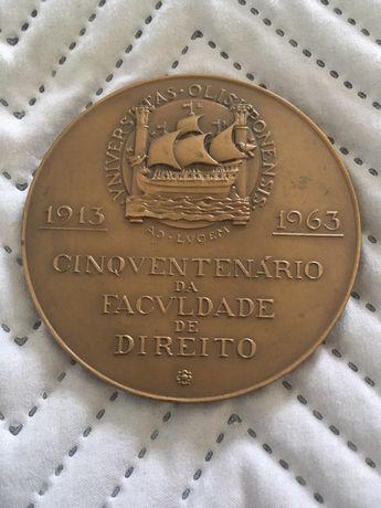 Medalha aniversário cinquentenário faculdade de direito (FDL)