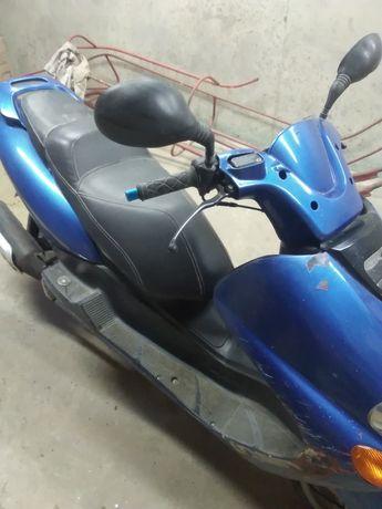 Продам скутер ямаха маджесті