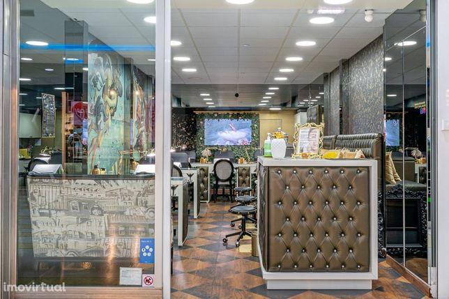 Trespasse de duas lojas manicura/pedicure e massagem, no centro de Cascais