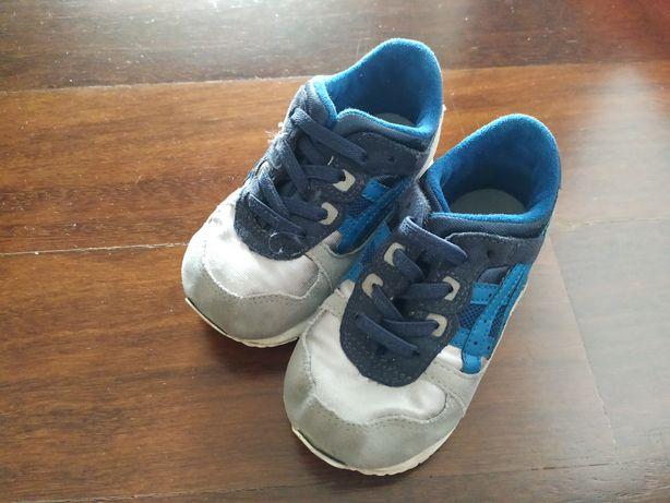 sapatilhas ASICS 23.5