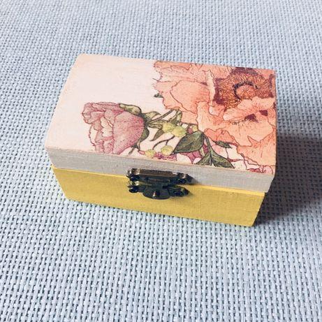 Mała szkatułka na biżuterię