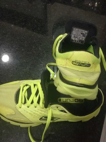 Sapatos de desporto, Nike e Skechers