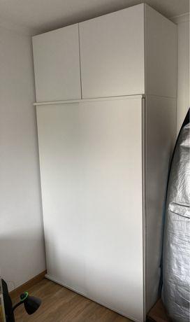 Roupeiro branco modular do IKEA