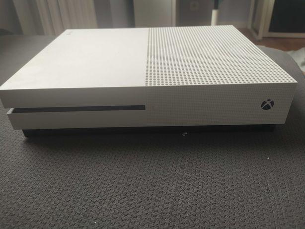 Xbox one s 1 terabajt z jednym  padem Microsof wrod + gry