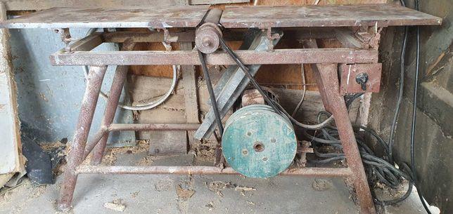 Heblarka z silnikiem i żeliwnym blatem