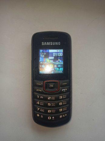 Кнопочный телефон Samsung