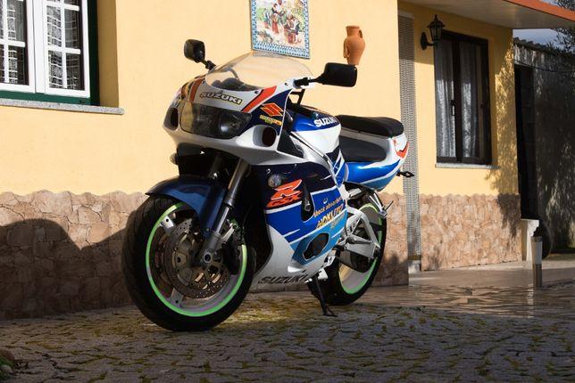 Suzuki GSX-R 750 (pneus de pista)