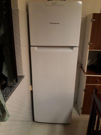 Frigorifico e Congelador Ariston-Classe A-Usado