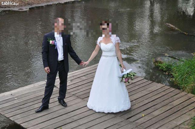 Suknia ślubna..