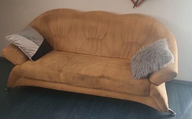 Zamszowa nowoczesna kanapa