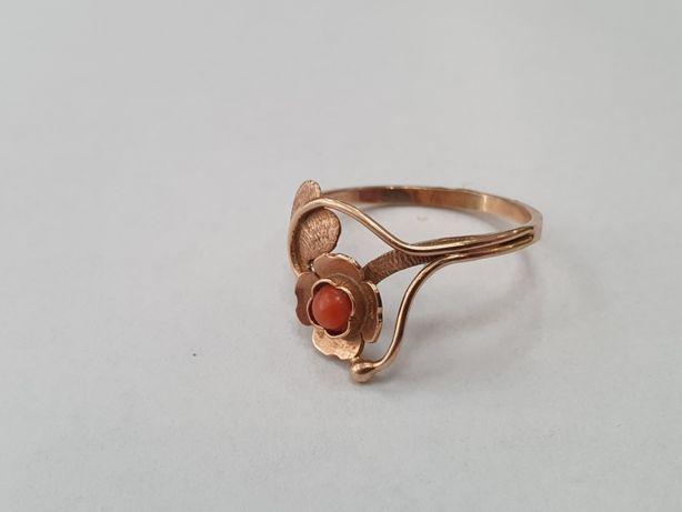 Piękny złoty pierścionek damski/ 585/ 2.2 gram/ R14/ Koral/ Gdynia