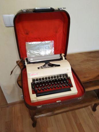 """Печатная машинка """"ортех"""" 1985 года."""