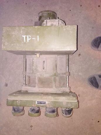 Трансформатор 380-220в.вихiд 36в.