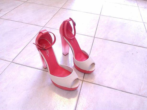Sapatos Senhora com Salto Alto - Novos