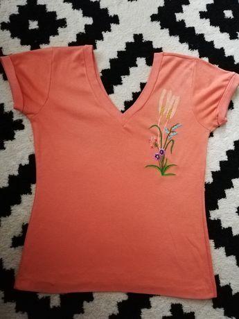 Pomarańczowa koszulka z haftem