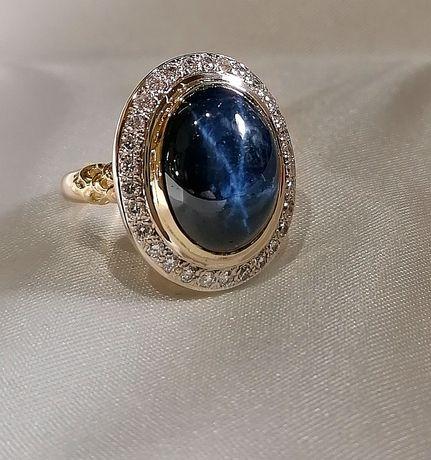 Золотой перстень с натуральным звезчатым сапфиром и бриллиантами