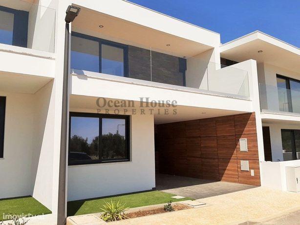 Moradia T3 nova de estilo moderno em condomínio privado, ...