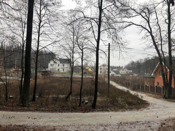 Участок 12 соток прямоугольной формы , примыкает к лесу , есть ручей