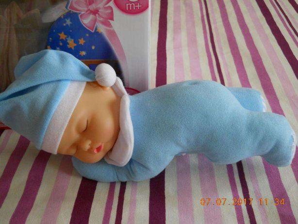 Boneco bebé o seu rosto brilha