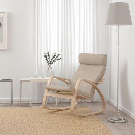POÄNG Krzesło bujane, okleina dębowa bejcowana na biało/Hillared beż