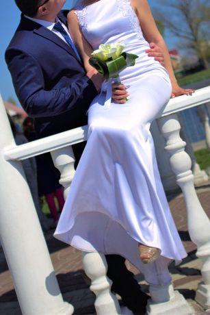 Продам шикарное дизайнерское свадебное платье !!!Договорная цена!
