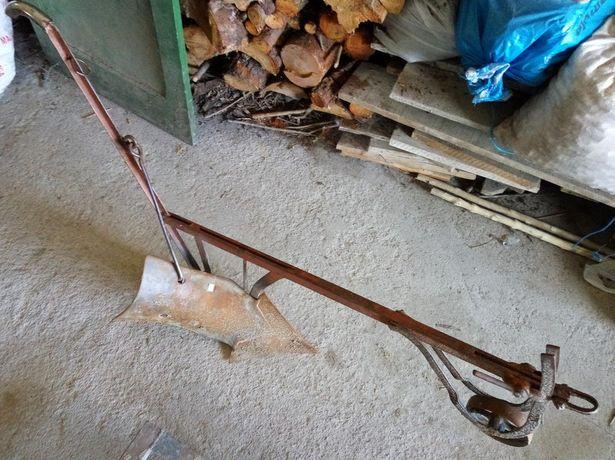 Arado, grade e arrancador de batatas em ferro