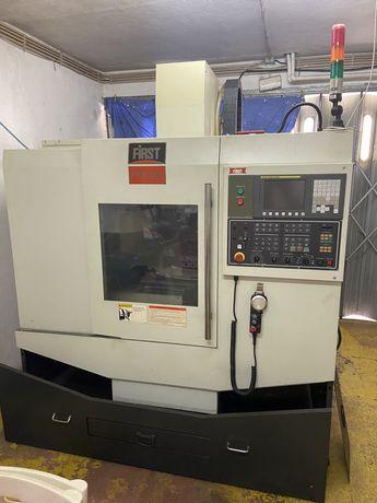 Maquina fresadora CNC, com comando FANUC
