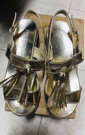 Sandalias douradas