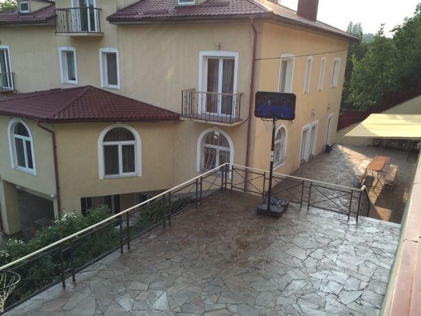 Оренда симпатичного будиночку в центрі Києва біля Печерськ Скул