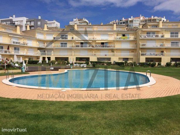 Apartamento T0+2 situado em condomínio com piscinas