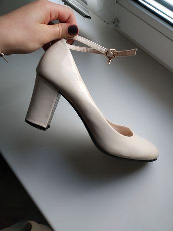 Туфлі жіночі бежеві