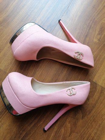 Buty Chanel różowe