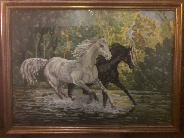 Vendo quadro em tapeçaria c/vidro