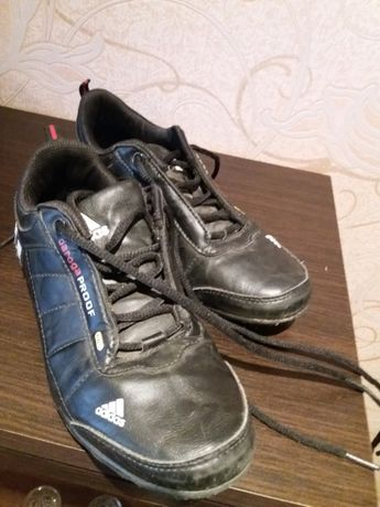 Продам кожаные кроссовки детские