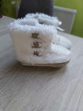Białe kozaczki buciki niechodki dla dziewczynki