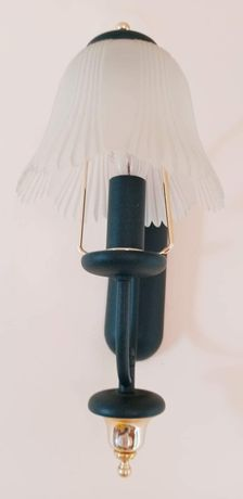 Lampa kinkiet z szklanym kloszem