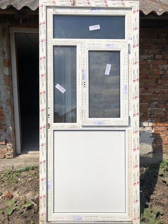 Продаються металопластикові двері