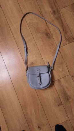 Szara torebka na długim pasku