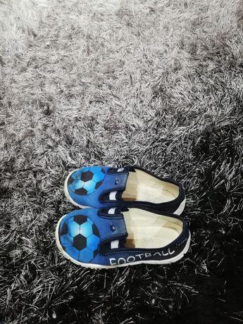 Pantofelki, buty chłopięce