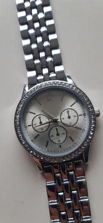 Zegarek  srebrny  bransoleta  cyrkonie