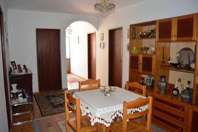 Mob.Sala+2 Camas Sol+mesa cab.+cama ferro+2 sofás+fogão+mesa coz+armár