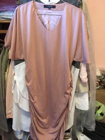 Продам платье фирмы Cucci, цвет пудра, на размер 38-40, Италия.