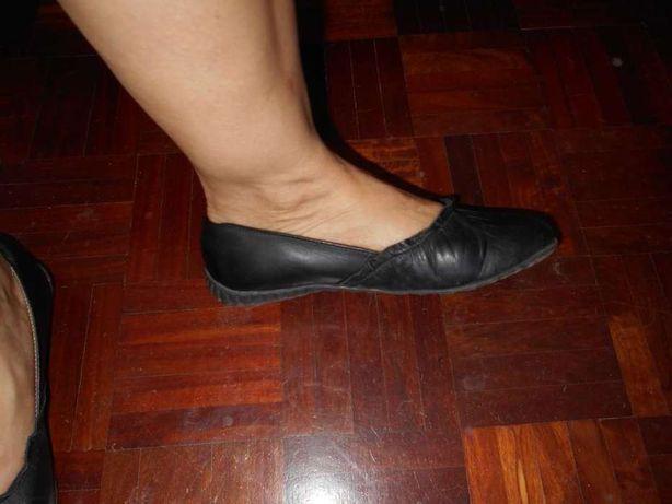 Sapato tipo sabrina em pele